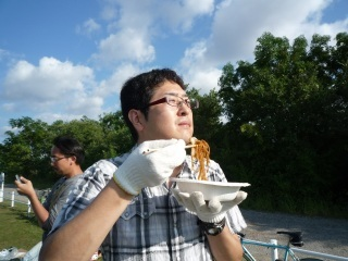 やきそば食べる人_1.JPG